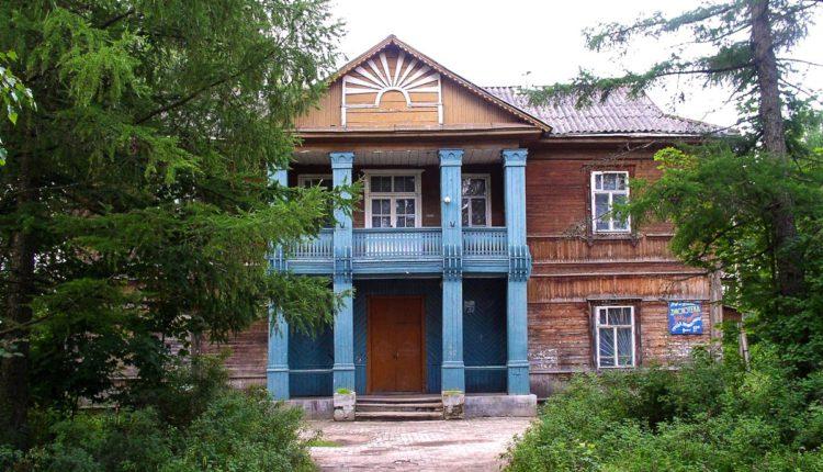 Клуб им. Калинина в Максатихе