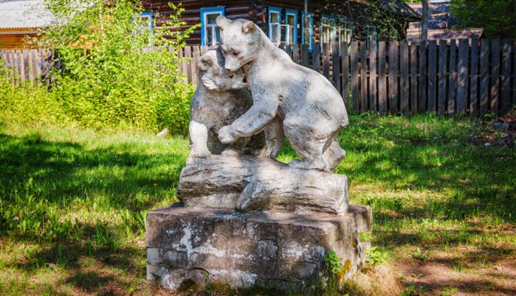 Забытые скульптуры. Медвежата. Мак